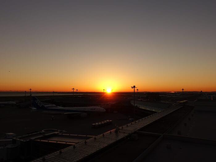 羽田空港の展望デッキで朝日を見てきた!オープン時間と方角は?