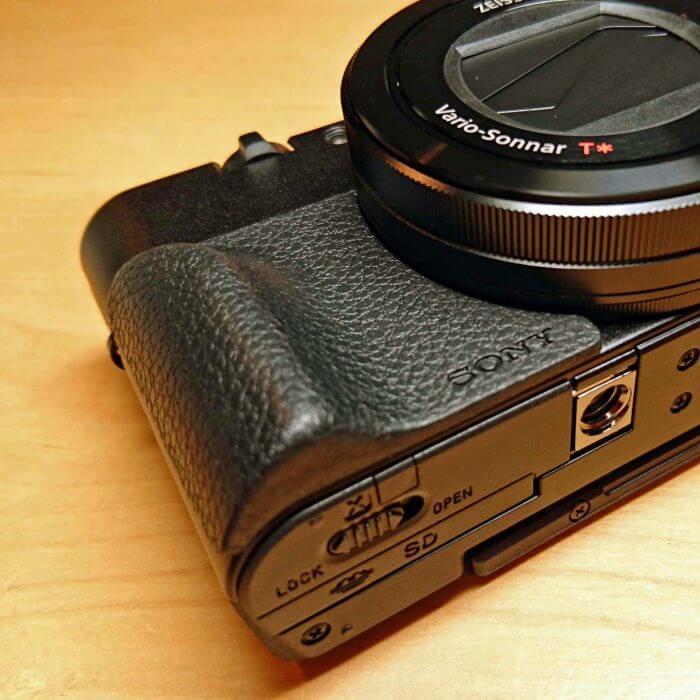 アタッチメントグリップAG-R2は必要!DSC-RX100M3・M4・M5全てに装着可能!