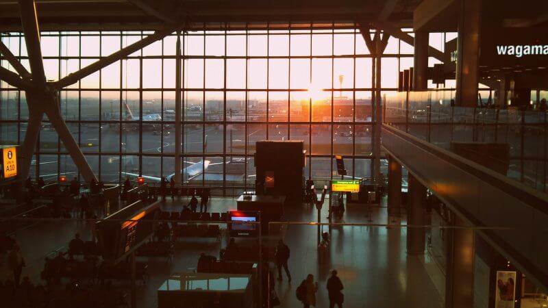 空港 ロンドン お盆休み