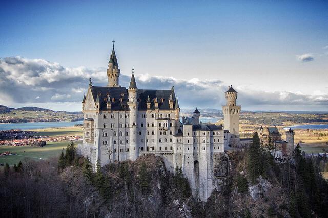 ドイツのノイシュバンシュタイン城への行き方!世界遺産ではない?