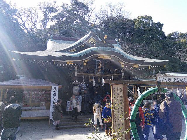 江ノ島神社で御朱印とお守りを頂いて金運アップ&縁結び!アクセスは?