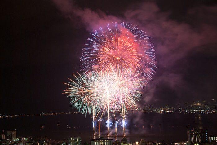 諏訪湖新作花火大会2018の穴場スポットは?有料席・屋台もチェック!