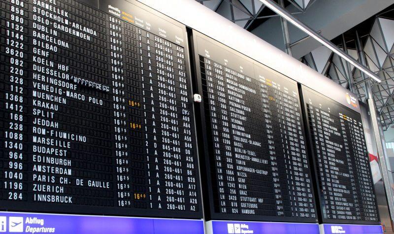 空港 フライト 案内板 年末年始休み お正月休み