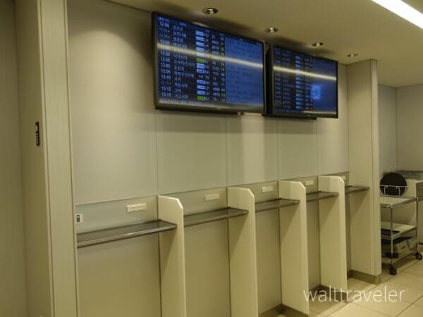 羽田空港のANAラウンジ